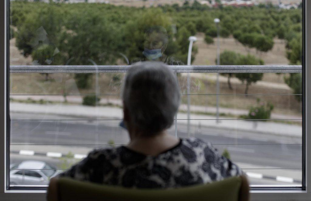 Un estudio revela los efectos negativos de la soledad en mayores que viven en residencias