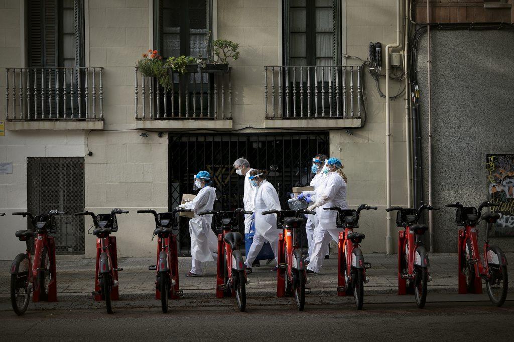 El Colegio de Enfermería de Valencia alerta de la 'huida' de enfermeras de residencias a centros hospitalarios y de salud