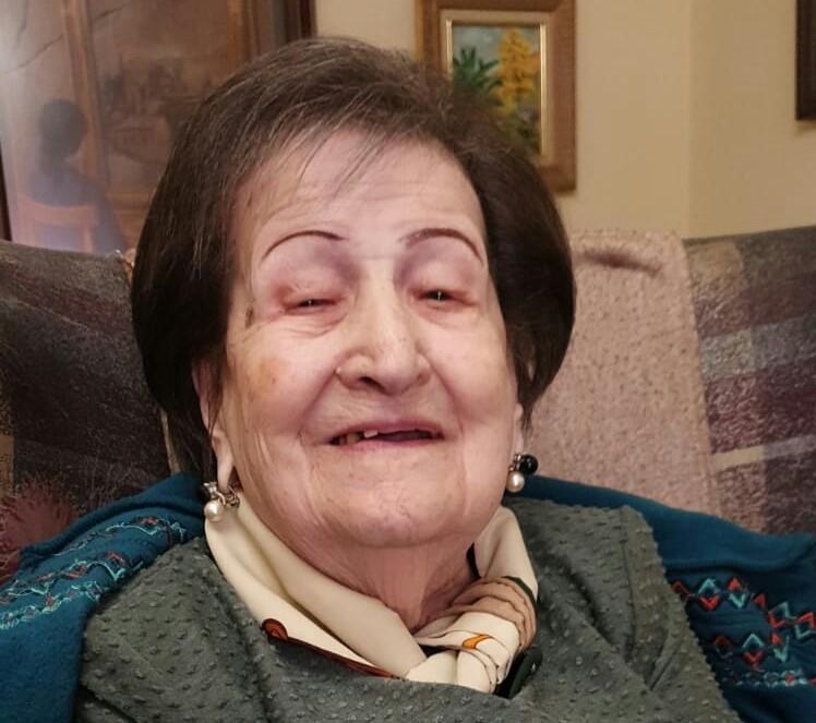 Las enfermeras cacereñas felicitan el cumpleaños a la compañera más longeva de la provincia con 104 años