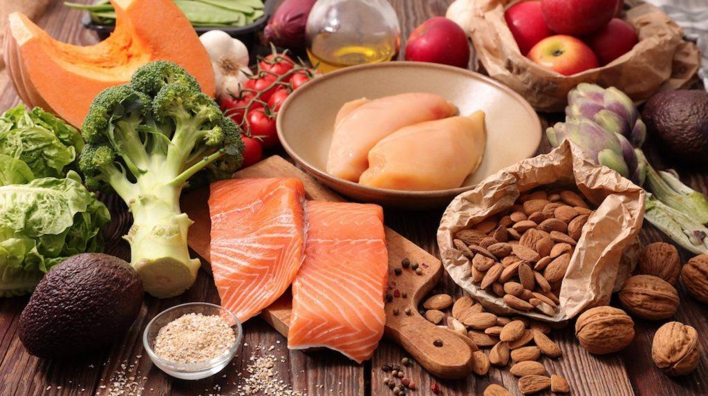 La OMS pide a los países promover alimentos saludables en centros escolares, residencias, comedores sociales y hospitales