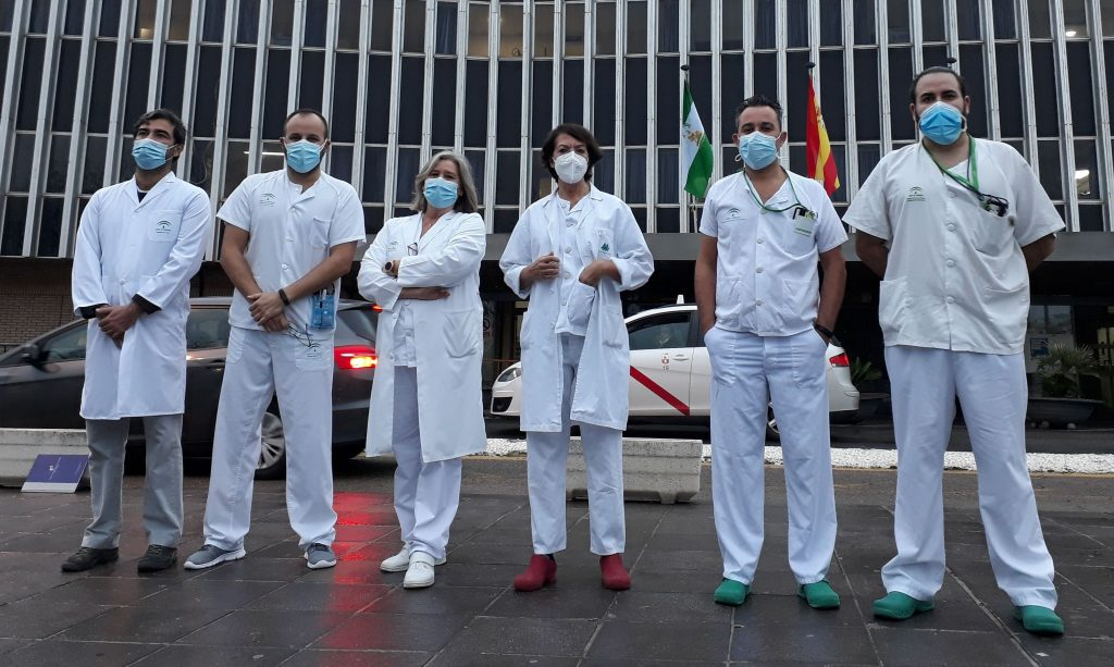 Enfermeros del Hospital de Valme (Sevilla) crean una guía de cuidados para plantas adaptadas a pacientes Covid