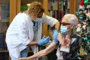 Un estudio demuestra que la vacuna AstraZeneca también es efectiva en personas de 70 años o mayores