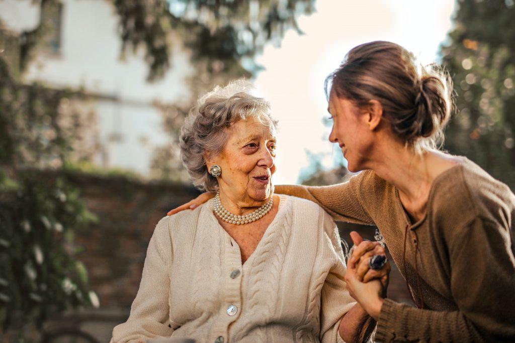 Tomar el sol más de 15 minutos puede tener efectos dañinos en la mujer a partir de la menopausia