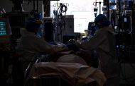 """Las enfermeras afrontan exhaustas la tercera ola: """"Nos miramos y, sin hablar, comprendimos que estábamos de nuevo en el campo de batalla"""""""