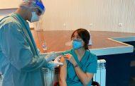 La vacunación reduce más de un 90% las cuarentenas de sanitarios, según un estudio