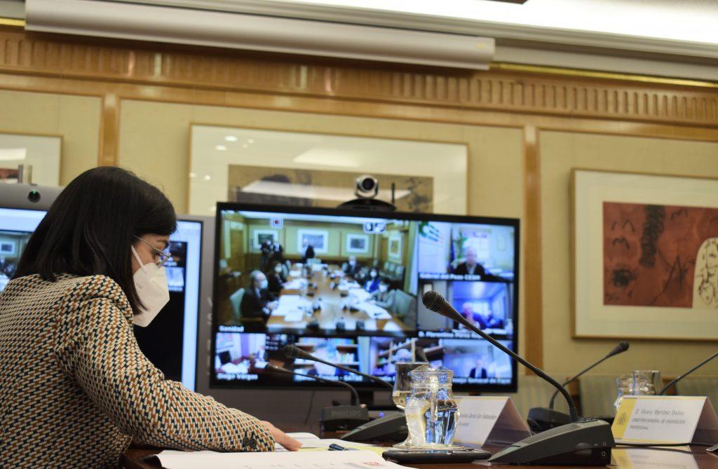 Carolina Darias mantiene su primera reunión con el Foro Profesional