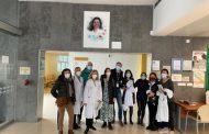Un retrato de Nanda Casado, la enfermera cordobesa fallecida por COVID-19, preside ya la entrada del centro de salud Castilla del Pino
