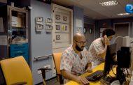 Un podcast, un cuento y cinco enfermeros cuidan de las emociones de los niños en una UCI pediátrica