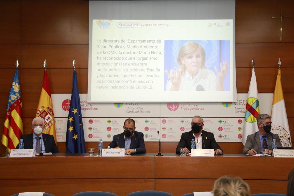El representante de las enfermeras valencianas reprocha las incongruencias del Gobierno durante la pandemia
