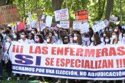 """""""Carolina, trátame bien"""", reclaman los futuros enfermeros especialistas para pedir el cambio en la elección telemática de plazas"""