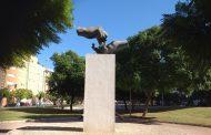 El Colegio de Enfermería de Alicante celebra el día internacional con un acto en el monumento de la profesión y una conferencia de Emilio Duró