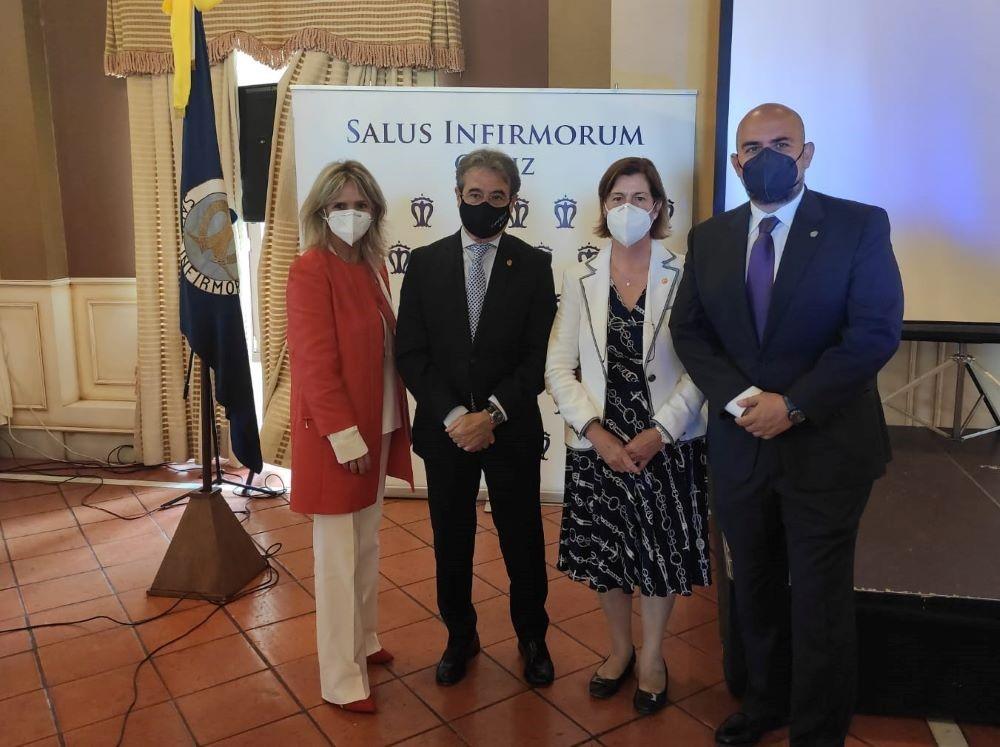 La Asociación Salus Infirmorum de Cádiz premia al presidente de las enfermeras gaditanas por su labor en pro de la profesión