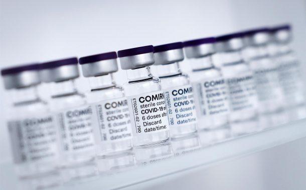 Un estudio en 'The Lancet' confirma que las 2 dosis de la vacuna de Pfizer protegen más de un 95% frente al COVID-19