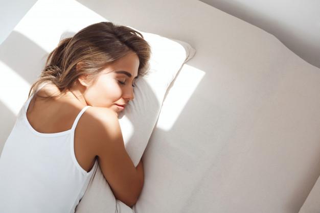 Aumentar la movilidad y el sueño previene el delirio, acorta las estancias en el hospital y reduce reingresos