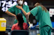 Las enfermeras continúan con éxito la vacunación en España: más de 17 millones de personas ya tienen pauta completa