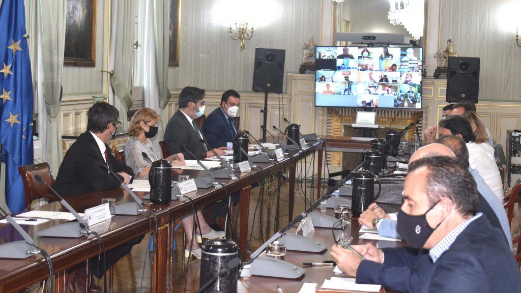 El Gobierno anuncia que convertirá a 300.000 interinos públicos en fijos antes de 2025