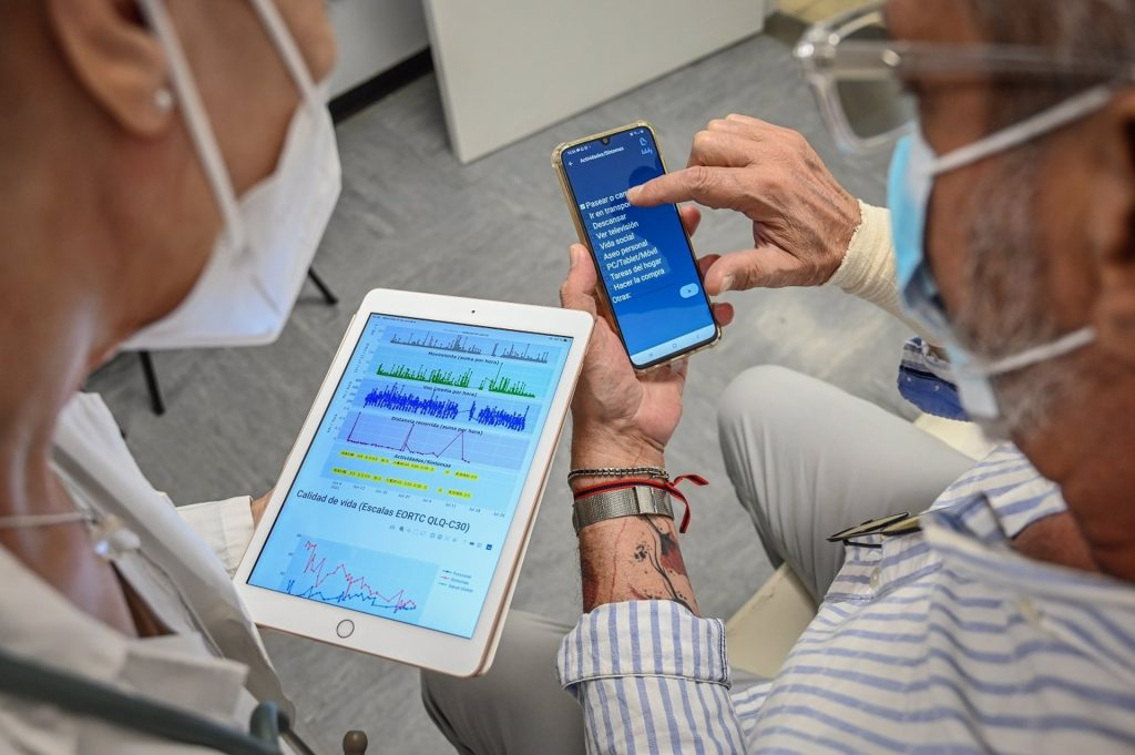 Una nueva 'app' monitoriza la calidad de vida de pacientes con cáncer y ayuda a tomar decisiones para su tratamiento