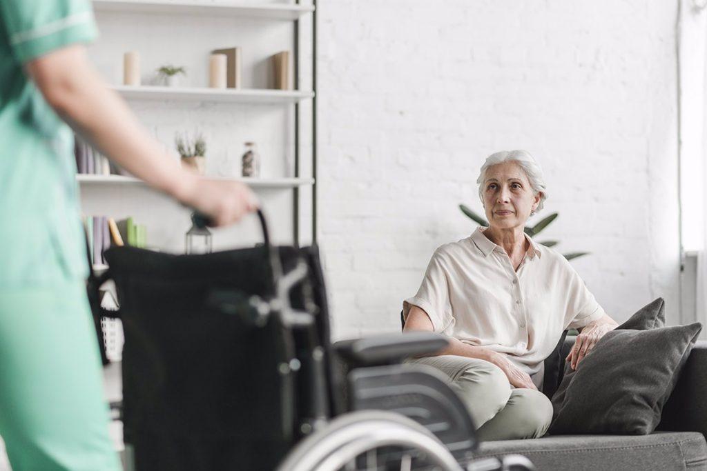 Un informe plantea soluciones asistenciales de atención domiciliaria para personas con necesidades complejas